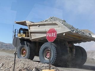 銅の原石のトラック