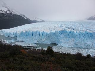 ペリトモレノ氷河観光の拠点